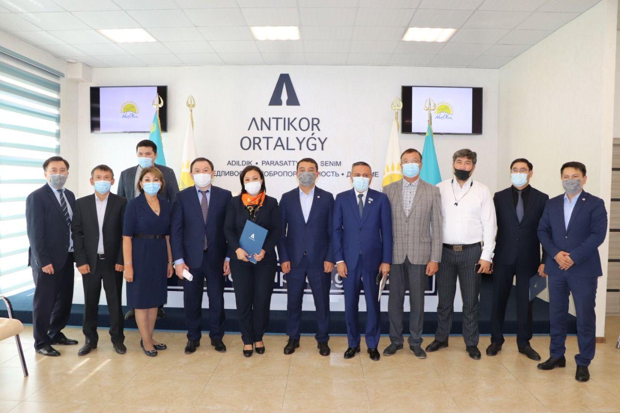 Юридическую консультацию для алматинцев провели «Nur Otan» и Адвокатская контора «Закон и Право» совместно с ANTIKOR